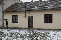 Zchátralý dům ve Hřbitovní ulici v Břeclavi.