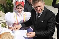 Slovenský premiér ve Valticích pochválil česko-moravskou pohostinnost. Zámek okupovali ministři a novináři.