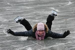 Bruslení v lednickém parku má být konec. Podle památkářů to ničí přírodu