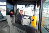 František Zugar říká: zatím jezdíme všechny městské linky v Břeclavi. Jezdí brigádníci a další zaměstnanci Borsu jako já.