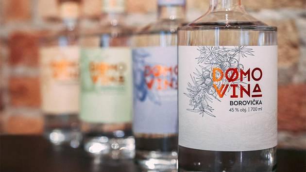 Vlčí víno, ledová borovička a duch loci. Tři etikety navržené břeclavskou rodinnou tiskárnou Etiflex vyhrály letošní soutěž o Obal roku.