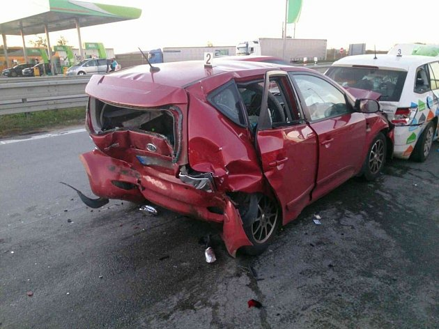 Místo na dálnici D2, kde se zranilo dvanáct lidí.