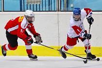 Čeští hokejisté do 18 let zahájili Hlinka Gretzky Cup v Břeclavi výhrou nad Švýcarskem po samostatných nájezdech.
