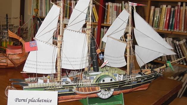 Ve sbírce modelů převažují hrady a zámky, nechybí ale ani lodě.
