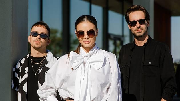 Nový song Červánky nazpívala kapela Slza se zpěvačkou Monikou Bagárovou.