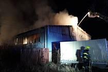 Požár skladovací haly na Břeclavsku