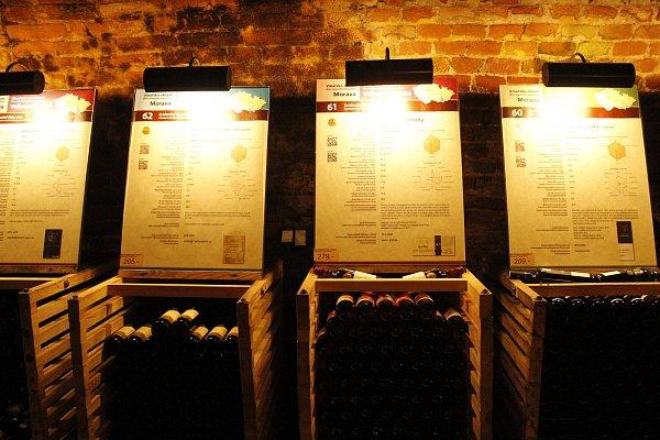 Novou expozici Salonu vín pro letošní rok otevřeli na valtickém zámku vpátek.