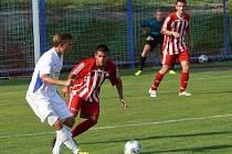 Velkopavlovickým fotbalistům (v červeném) vystavily stopku Ratíškovice. Ale až po penaltách.