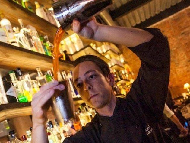 Třiadvacetiletý Roman Foltán z Novosedel se vypracoval na pozici barmana luxusního londýnského baru Artesian.