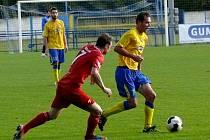 Břeclavští fotbalisté (ve žlutém) doma porazili Třebíč.