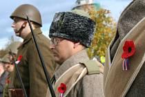 Čestná salva patřila v pondělí na svatého Martina válečným veteránům. V centru Břeclavi stříleli k připomenutí jejich památky členové břeclavského Klubu vojenské historie.