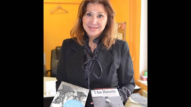 Mary-Ann Kirkby je spisovatelkou z Kanady, která navštívila Hustopeče. Pátrá po historii své rodiny.