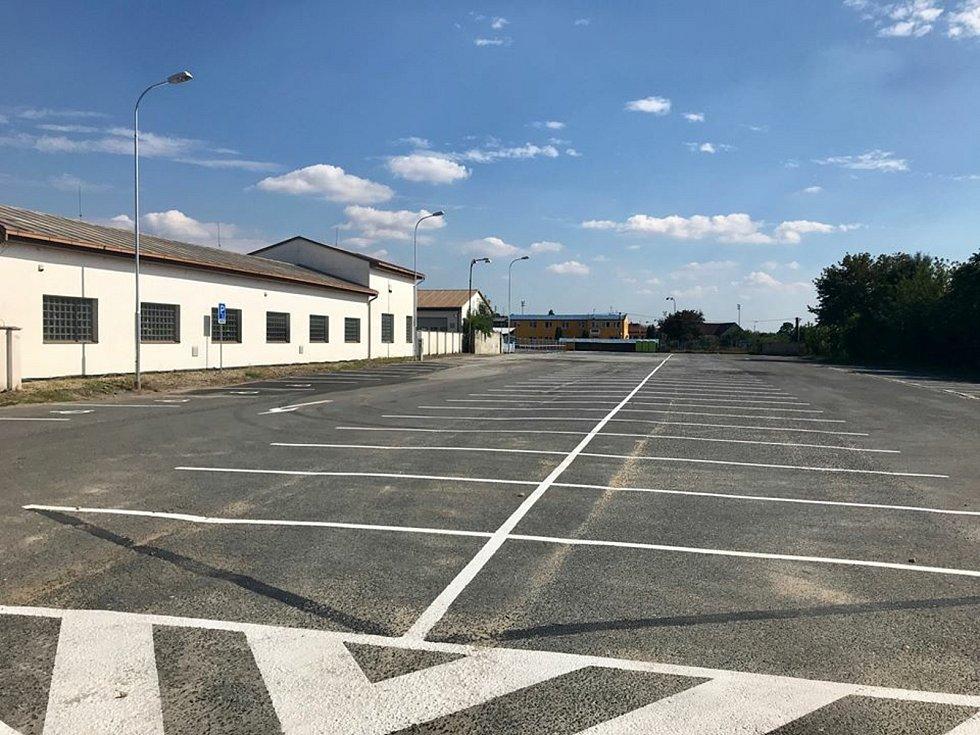 Parkoviště v Jiráskově ulici v Mikulově má kapacitu 207 míst.