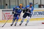 Břeclavští hokejisté (v modrém) doma zdolali Valašské meziříčí 4:2.