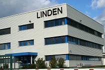 Firma Linden vyrábějící nápisy a loga pro Škodu, BMW či Volvo přešla do rukou německé skupiny Heinze Kunststofftechnik.