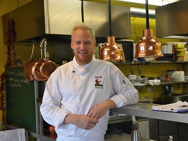 Tomáš Levý přišel do klentnického Café Fara z Prahy.