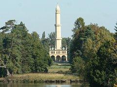 Ostrov s minaretem v lednickém parku.