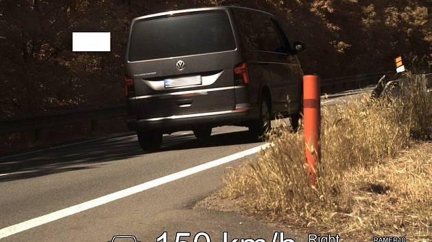 Opilý řidič jel stopadesát. Nadýchal přes 1,5 promile. FOTO: POLICIE ČR