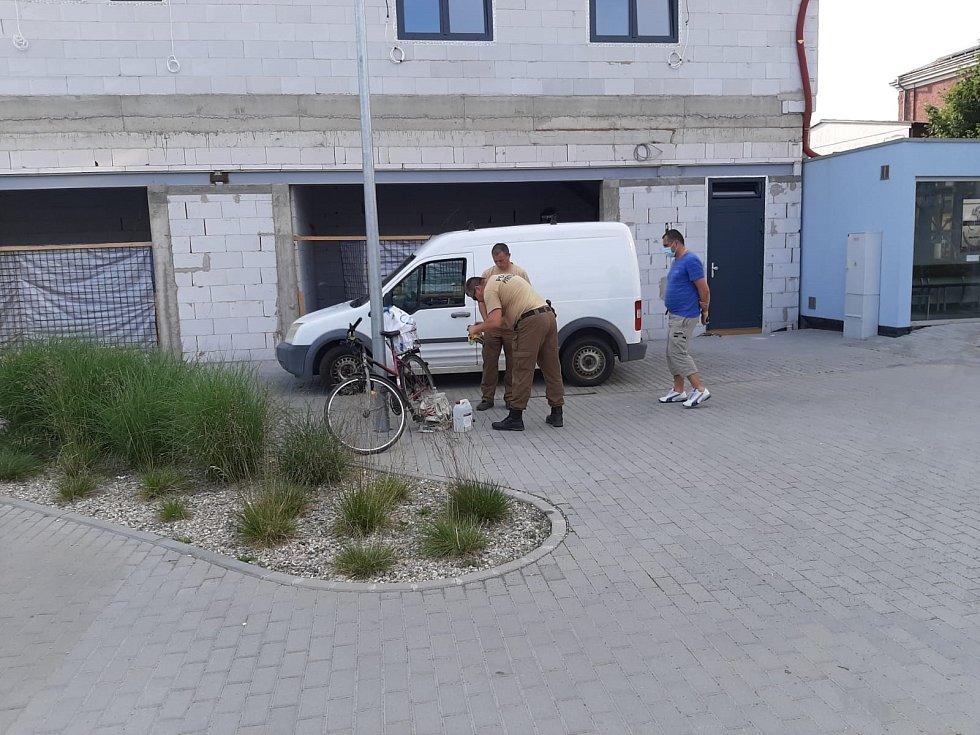 Do Břeclavi vyjížděl ve středu po páté hodině odpoledne policejní pyrotechnik prověřit podezřelý nález.
