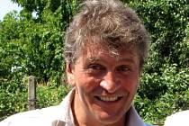 Muzikant Miroslav Hutr oslavil padesátku. S dechovkou hraje po zábavách od mládí. Začínal a dlouhá léta jezdil s Túfarankou ze Šakvic, nyní drží rytmus v kobylské kapele Lácaranka.