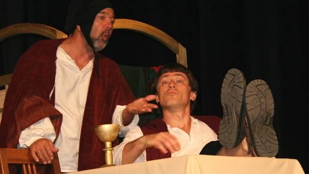 Balada z hadrů v podání divadelního souboru Přineslih.