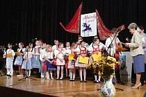 V mikulovském kině zazněly lidové písně. Při patnáctém ročníku oblastního kola dětské pěvecké soutěže Mikulovský zpěváček. Ve třech kategoriích soutěžilo ve zpěvu dvacet dětí. Ty předtím postoupily ze sedmačtyřiceti přihlášených.