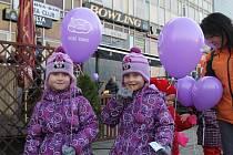 Dětí i dospělí se v pátek odpoledne zapojili v Břeclavi do akce ve vypouštění balonků s přáním Ježíškovi. K nebi jich letělo celkem přes osm set.