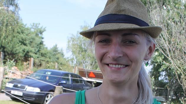 Sedmadvacetiletá Petra Uhrová je místopředsedkyní spolku Koňské stezky Podluží. Sdružuje milovníky koní z Lanžhota a okolí.