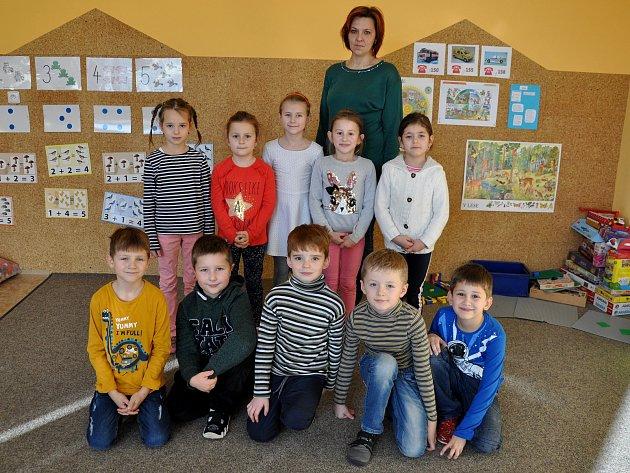 Žáky 1.třídy základní školy ve Vrbici učí Petra Čejková.