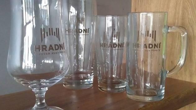 Historický první pivovar v Hustopečích nabídne z vlastních sklenic Hradní jedenáctku.