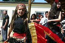 Břecavský Romfest nabídl hudbu, tanec i kuchyni Romů.