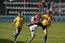 Břeclavský tým (ve žlutém) vybojoval v Kroměříži alespoň bod.
