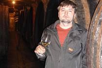Ivaňský místostarosta Hynek Holánek spojil svůj život s vínem.