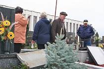 poničený bořetický hřbitov