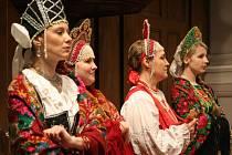 Sudaruška se představila i v barevných a zdobených ruských krojích.