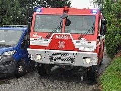 Cisterny břeclavských hasičů se těžce proplétají uličkami mezi rodinnými domky na sídlištích ve městě. Třeba nedávno při zkoušce na sídlišti ČSA v Poštorné.