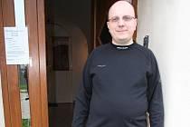 Polský katolický kněz Andrzej Wasowicz.