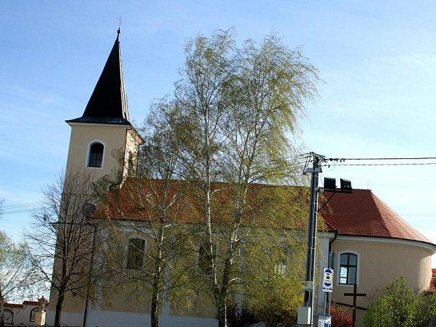 Tamní jej postavili vroce 1791.Má tři oltáře, vpozadí hlavního oltáře je kalvárie.