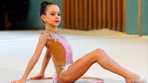 Laura Osičková z Velkých Bílovic ovládla Mistrovství České republiky v moderní gymnastice ročníků 2008 a 2009.