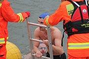 Otužilci plavali v břeclavské Dyji. Voda měla dva stupně Celsia.