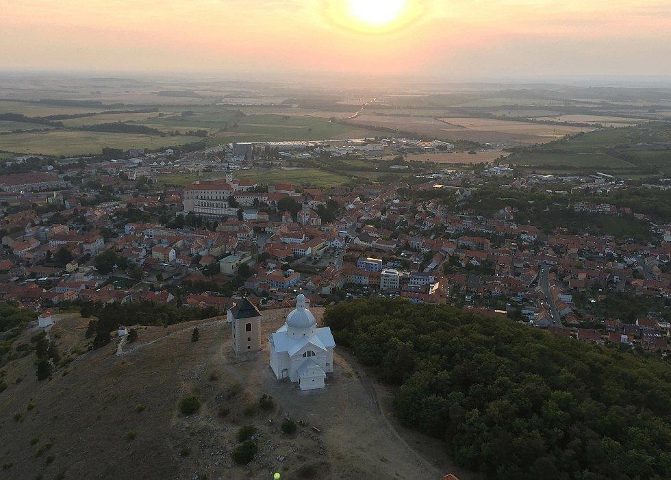 Letecký pohled na Svatý kopeček.