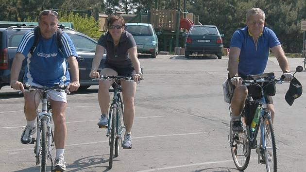 Cyklisty provázely šipky se znakem Lichtensteinů.