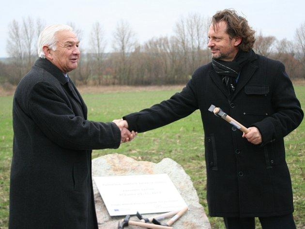 Celkem 53 zbytečně ztracených lidských životů na hranicích mezi jižní Moravou a Dolním Rakouskem bude připomínat Památník obětem železné opony.