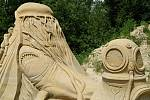 Až do října potrvá v Lednici výstava soch z písku. Letošním motivem jsou příběhy z knih Karla Zemana a Julese Verneho.