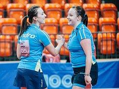 Stolní tenisky Břeclavi slaví postup do finále. Vlevo Aneta Kučerová.