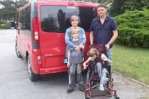 Čermákovi z Břeclavi se starají o dvojčata. U dcery Daniely lékaři diagnostikovali těžkou formu dětské mozkové obrny v kombinaci se slepotou. U syna Jakuba pak lehkou mentální retardaci v kombinaci s autismem.