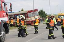 Při pondělní nehodě na železničním přejezdu ve Velkých Pavlovicích se střetlo nákladní auto s lokálkou jedoucí ve směru od Zaječí.