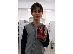 Začínající spisovatel Ivan Stuchlík napsal knihu Nový spolužák.