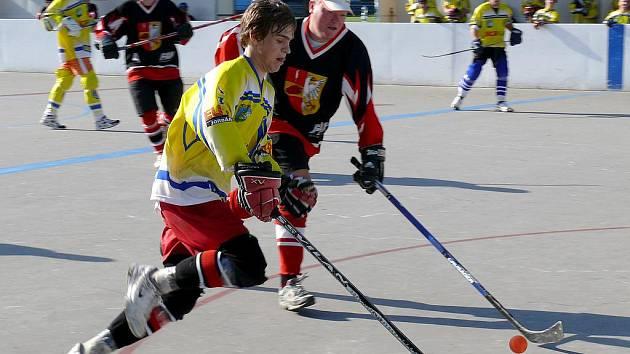 Břeclavští Draci porazili hokejbalisty Hustopečí a mají okresní titul.