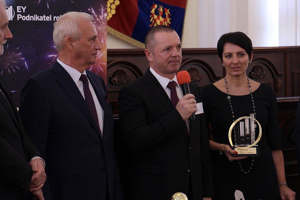 Bohumil Šimek, hejtman Jihomoravského kraje, František Fabičovic a Radka Prokopová, spolumajitelé společnosti Alca plast, s.r.o. a držitelé titulu EY Podnikatel roku 2018 Jihomoravského kraje.
